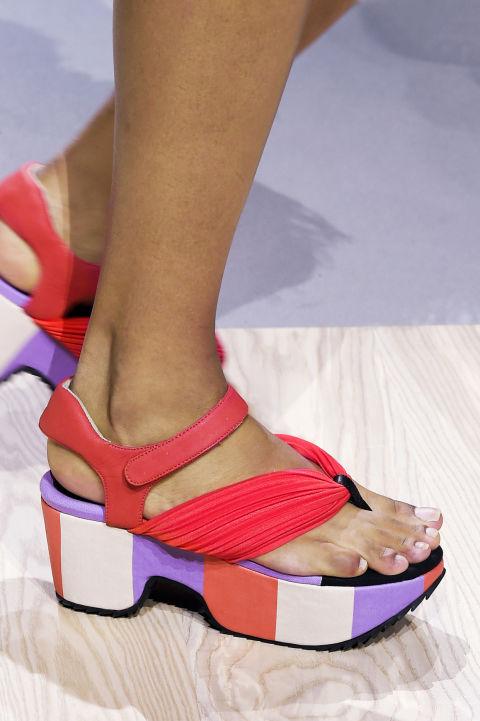 Scarpe per l 39 estate 2016 basse come i sandali giapponesi for Issey miyake scarpe