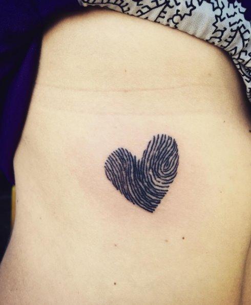 Tatuaggi piccoli e femminili i disegni da copiare for Idee tatuaggi nomi figli