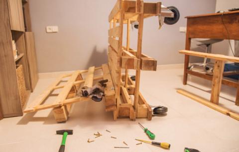 Come costruire un divano con i bancali - Divano fatto coi pallet ...