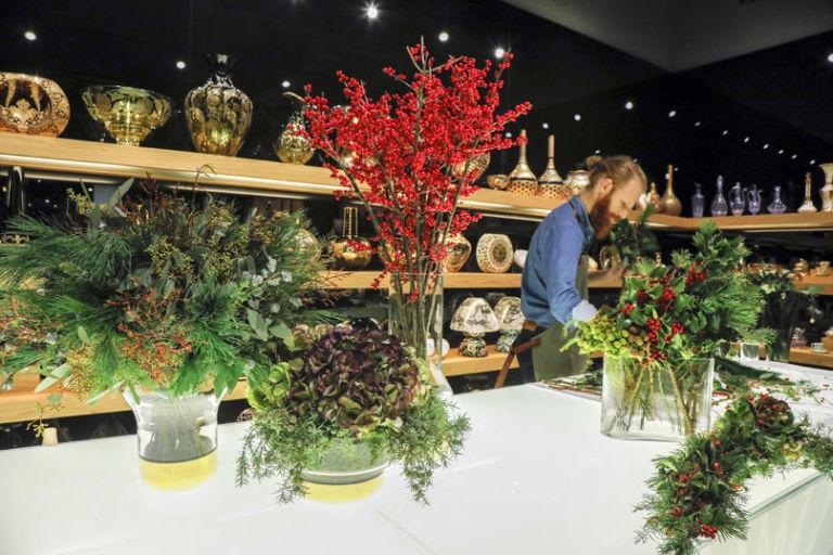 Conosciuto Composizioni floreali invernali con arbusti, fiori e bacche MC38