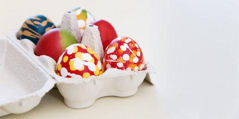 Come piegare i tovaglioli a forma di coniglietto per la - Decorazioni uova pasquali per bambini ...