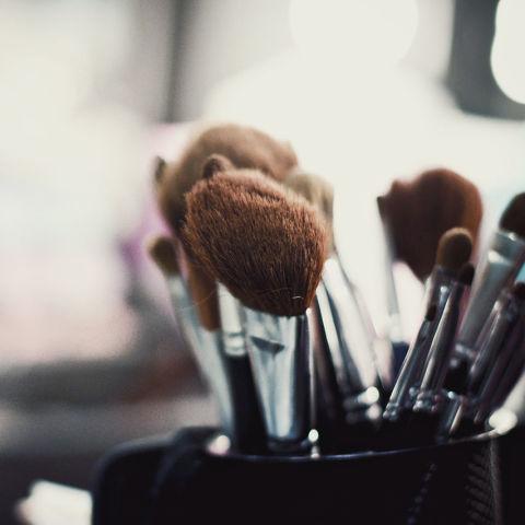 Come pulire i pennelli da trucco? Le risposte definitive