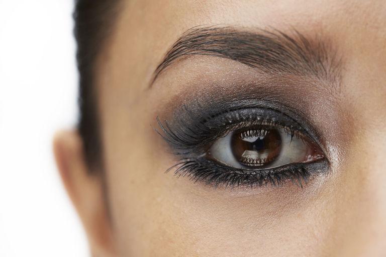 Molto Smokey eyes con ombretto nero: 5 consigli per renderlo perfetto OQ98