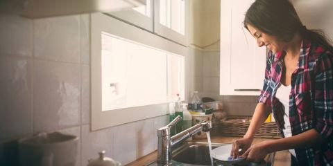 Esercizi pettorali da fare a casa per tonificare il seno - Lavori da fare a casa ...