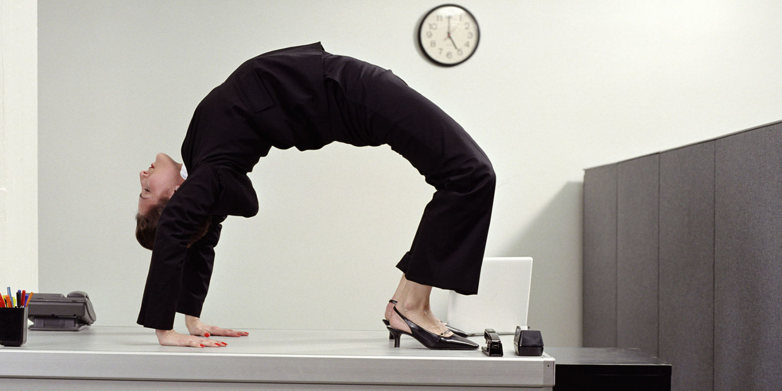 Ginnastica in ufficio 23 esercizi da fare alla scrivania for Musica rilassante da ufficio